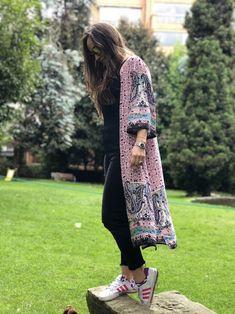 #kimono #rosa #moda #estilo #casualstyle #free Kimono Rosa, Work Casual, Kaftan, My Style, Outfits, Dresses, Women, Fashion, Fashion Hacks
