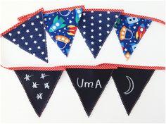 Guirnalda pizarra perfecta para decorar la habitación o el cumpleaños de tu peque #julieandjane #cumpleaños #decoracion #decokids #niños #habitacionesinfantiles #fiestaalairelibre #banderines #guirnalda