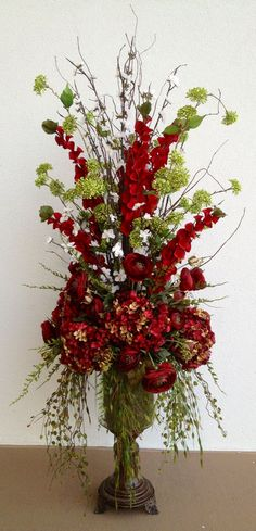 Red Hydrangea with Ranunculus #Arrangement. Designed by Arcadia Floral & Home Decor #ranunculusarrangement