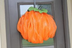 Deco mesh ribbon craft ideas on wreaths, swags and garlands. Learn how to make deco mesh pumpkins and ghosts for fall; trees for Christmas; wedding and centerpiece projects. Deco Mesh Garland, Deco Mesh Ribbon, Deco Mesh Wreaths, Fall Wreaths, Halloween Wreaths, Halloween Door, Burlap Wreaths, Floral Wreaths, Leaf Garland