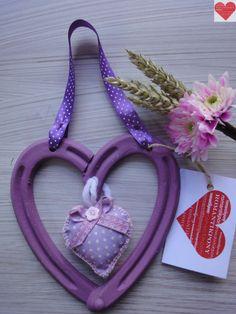 Cuore Portafortuna realizzato con ferri di cavallo usati colore lilla, decorazione imbottita in tessuto www.fb.com/RomantikPony