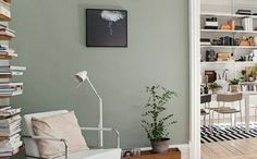 wandfarbe 2016 trendfarben wohnzimmer pastellgrün hellgrün holzdielen wanddekoration