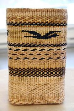 Brenda continues the Chapman line of fine basketry. Loom Weaving, Hand Weaving, Basket Weaving Patterns, Native American Baskets, Pine Needle Baskets, Willow Weaving, Maori Art, Plant Fibres, Pine Needles