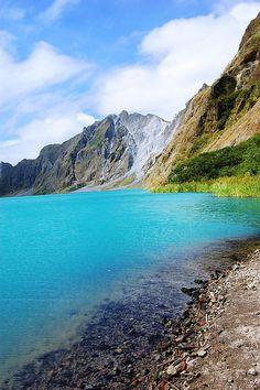 ピナツボ火山噴火の後、湖ができた。