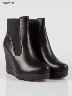 Czarne botki na koturnie z traktorową podeszwą czarny Buty  Botki Noc Zakupów Rue Paris  Buty Butik 154827