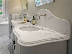 Ideas for bath room organization countertop faucets Types Of Countertops, Bathroom Countertops, Marble Countertops, Backsplash, Luxury Interior Design, Bathroom Interior Design, Ogee Edge, Calacatta Gold Marble, Room Freshener