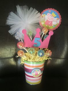 Peppa Pig Centerpiece If interested check out my FB page Craftydiazparty Mary Birthday, 5th Birthday Party Ideas, Girl Birthday Themes, Fiestas Peppa Pig, Cumple Peppa Pig, Fiesta Decorations, Party Decoration, Princess Peppa Pig Party, Clown Party