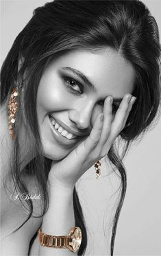 Look Your Absolute Best With These Beauty Tips Splash Photography, Photography Women, Beauty Photography, Portrait Photography, Most Beautiful Faces, Beautiful Eyes, Girl Face, Woman Face, Brunette Beauty