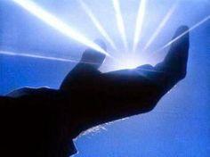 É um livro que, conhecido e estudado, proporciona uma oportunidade excepcional de imersão em grandes temas de interesse universal, abordados de forma lógica, racional e reveladora. Divide-se em três partes: Na primeira parte, analisa a origem do planeta Terra, de forma coerente, fugindo às interpretações misteriosas e mágicas sobre a criação do mundo