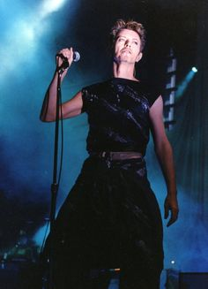 onstage at Wembley Arena 1995 by diamondbowie David Bowie Earthling, David Bowie Outside, Images Of David Bowie, Pierrot Clown, David Bowie Starman, Wembley Arena, Martina Mcbride, Ziggy Stardust, David Jones