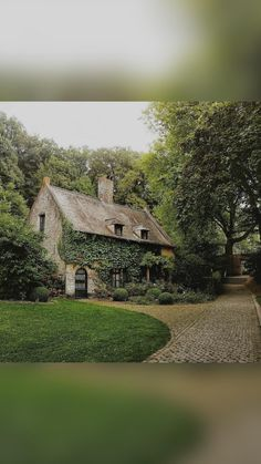 English Cottage Exterior, Switzerland House, Colonial House Exteriors, Lavender Cottage, Storybook Cottage, Cottage In The Woods, Home Design Plans, Cottage Homes, Cottages Uk