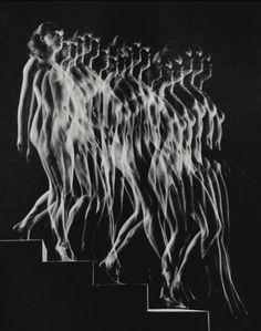 Gjon Mili | Nude Descending Staircase (Variant) (1942)
