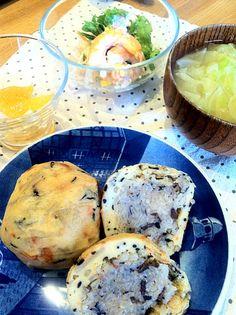 市場で購入した、ばくだん(ボール状の蒲鉾の中にご飯が入ったもの。今回は黒米) - 11件のもぐもぐ - 昨日の朝食  ばくだん、大根と柿のなます、エビサラダ、お味噌汁 by yokoki
