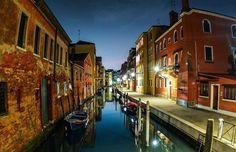 Buenas noches mi gente linda desde Venecia Italia.. Les mando un fuerte abrazo ... Desde aquí quiero que sepan que los llevó conmigo ... Besos y Abrazos  #thisisvenice #beutiful #imreallyenjoyingit #myvacation #vacation2016 #venice #venecia #italia #disfrutandodemisvacaciones  #melamerezco #thankful #goodnightfromvenice  #godisgood #godblessyouall  by laideaproductions