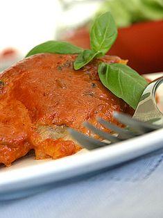 Pomysł na zapiekaną rybę w czerwonym sosie pomidorowo-bazyliowo-śmietanowym
