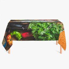 Tafelkleed Ingredienten   Fleur je keuken op met dit weerbestendige tafelkleed bestaande uit geweven linnen met PVC.   #tafelkleed #keukentextiel #keuken #kleed #pvc #print #opdruk #tafel #weerbestendig #groenten #groente #fruit #voedsel #gezond