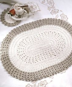 Free Crochet Placemat Patterns Oval Placemat Cute As Is But Would Be Cool To Use Chunky Yarn And Mode Crochet, Crochet Diy, Crochet Home, Crochet Crafts, Crochet Doilies, Crochet Projects, Crochet Rugs, Crochet Coaster, Crochet Ideas