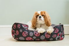 Unleash the hipster in your pet with this beautiful and unique Skulls and Roses Lounge Bed.Elevated sides create the ultimate pooch retreat. Fully washable