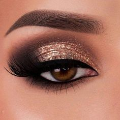 Pageant and Prom Makeup Inspiration. Find more beautiful makeup looks with Pageant Planet. - Pageant and Prom Makeup Inspiration. Find more beautiful makeup looks with Pageant Planet. Gold Eyeliner, Dramatic Eye Makeup, Makeup Eye Looks, Glitter Eye Makeup, Eye Makeup Art, Makeup For Green Eyes, Smokey Eye Makeup, Eyeshadow Makeup, Eyeshadow Palette