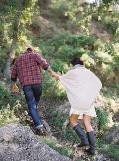 Picnic engagement ideas with Hunter Boots and a bowtie puppy - Wedding Sparrow   Best Wedding Blog   Wedding Ideas --- love this