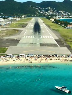 Famous * Pilot view landing at Princess Juliana Intl, St Maarten We will be here in a few months Photo Avion, Airline Logo, Aerial Images, Travel Log, Beautiful Nature Wallpaper, Culture Travel, Belle Photo, Beautiful Beaches, Places To Travel