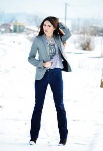 С чем носить темно синие джинсы