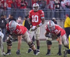 Troy Smith directs the Ohio State offense against Mich 2006