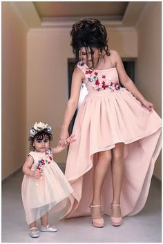 Mom Daughter Matching Outfits, Mom And Baby Outfits, Little Girl Dresses, Flower Girl Dresses, Kids Party Wear Dresses, Birthday Dresses, Mother Daughter Fashion, Baby Skirt, Baby Dress Patterns