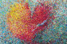 Voor haar nieuwste project genaamd 'Seed', gebruikt de in Seoul woonachtigekunstenares Ilhwa Kim duizenden vellen Koreaans moerbij-papier dat ze knipt, kleurt en omwikkelt om het stijf te maken. Deze vellen opgerold papier, die ze 'zaden' noemt, zijn beschilderd met een combinatie van strepen en cirkels, waardoor niet één zaad hetzelfde is. Zelf ziet de kunstenares […]