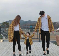 what brand is the logo on the guy's shirt? Ulzzang Korea, Ulzzang Kids, Ulzzang Couple, Cute Asian Babies, Korean Babies, Korean Girl, Cute Couple Outfits, Family Outfits, Korean Couple Photoshoot