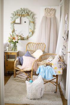 Igår sändes Äntligen Hemma-avsnittet där jag inreder hörnan i vårt sovrum till vår bebis! Det blev precis som jag hade drömt om och tänkt, massa vintage, mysigt, pastelligt, mjukt och en...