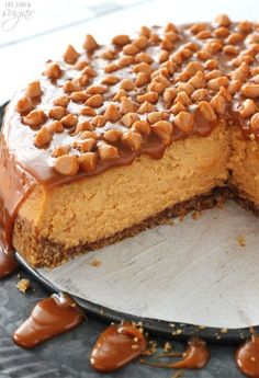 Butterscotch Cheesecake Loaded Butterscotch Cheesecake - so amazingly full of butterscotch! To die for!Loaded Butterscotch Cheesecake - so amazingly full of butterscotch! To die for! Brownie Desserts, Köstliche Desserts, Delicious Desserts, Dessert Recipes, Yummy Food, Plated Desserts, Cheesecake Caramel, Best Cheesecake, Cheesecake Recipes