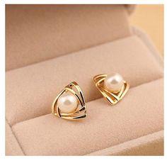 Korean Hollow triangular Earing Geometric Simulated Pearl Stud Earrings for Women Ear Perlas Harajuku Brincos Bijoux Femme Pearl Stud Earrings, Pearl Studs, Crystal Earrings, Women's Earrings, Earring Studs, Gold Pearl, Earings Gold, 18k Gold, Golden Earrings