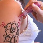 glitter tattoo Black Tattoos, Glitter Tattoos, Henna Kit, Mehndi, Body Art, Random, Bright Tattoos, Black Art Tattoo, Body Mods