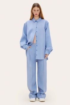 Long straight pants in raw silk with front pleats. Paris Winter Fashion, Winter Fashion Looks, Casual Day Dresses, Casual Outfits, Fashion Outfits, Fashion Week, High Fashion, Hijab Style Tutorial, Jacquemus