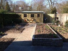 Senioren tuin met verhoogde bloembak. Senior Garden with great big flower box.