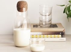 Plutôt que de servir votre eau dans une bouteille en plastique, optez pour une carafe en verre....