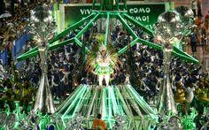 Carro alegórico da Mocidade traz as cores da escola: verde e branco