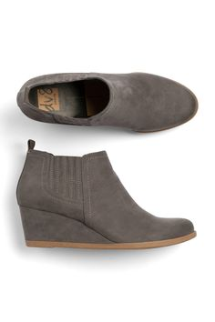AH- I love the low heel- don't need grey tho- tan/brown would be ideal!!!