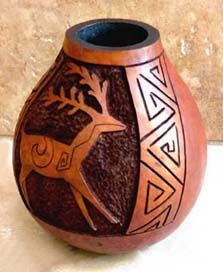 I could do this with gourds Decorative Gourds, Hand Painted Gourds, Decorative Items, Native American Pottery, Native American Art, Gourd Art, Aboriginal Art, Native Art, Ancient Art