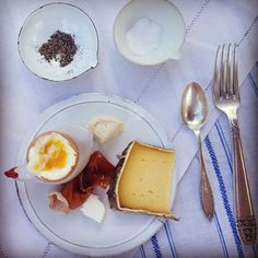 How to eat paleo (ish) while travelling | http://www.sarahwilson.com.au/2012/07/how-to-eat-paleo-ish-while-travelling/