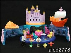 Vintage Polly pocket Little Mermaid set 100% complete  Also had this too