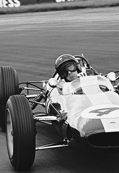 After all Jim Clark was the best of the best Ayrton Senna Classic Motors, Classic Cars, Lotus Sports Car, F1 Lotus, Gilles Villeneuve, British Grand Prix, Racing Events, Formula 1 Car, Ford Gt40