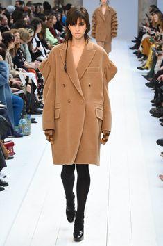 Max Mara | Ready-to-Wear Autumn 2020 | Look 35 Fall Winter, Autumn, Max Mara, Parka, Ready To Wear, Fashion Show, Womens Fashion, How To Wear, Jackets