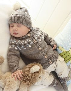 """First Snow / DROPS Baby - Set comprises: Knitted DROPS jacket with raglan sleeves and turtle neck, hat with pattern and socks with pattern in """"Merino Extra Fine"""". - Free pattern by DROPS Design Baby Knitting Patterns, Knitting For Kids, Baby Patterns, Free Knitting, Start Knitting, Crochet Patterns, Cardigan Bebe, Baby Cardigan, Drops Baby"""