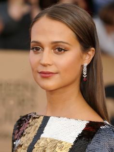 SAG Awards 2016: The Best Beauty Looks of the Night | People - Alicia Vikander's glowy makeup