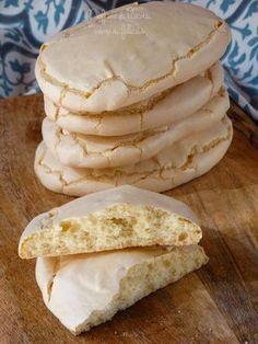 ciambelle siciliane di san cataldo - Ingredienti: 320 g di farina 0 (ma va bene anche la 00), 250 g di zucchero, 3 uova grandi