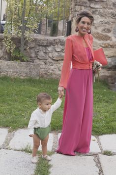 María y Luis_0446 Evening Wedding Guest Outfits, Evening Outfits, Pink Outfits, Casual Outfits, Fashion Outfits, Wedding Trouser Suits, Chicwish Skirt, Mode Hijab, Weekend Outfit