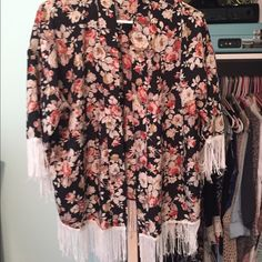 Forever 21 kimono Size medium floral print kimono light weight perfect for festival season Forever 21 Tops