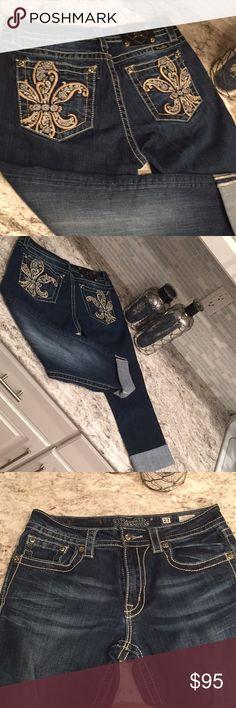 Miss Me Capris! Beautiful Miss Me capris! NWOT!! Miss Me Jeans Ankle & Cropped